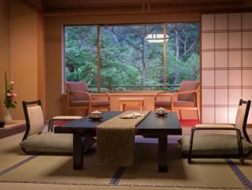旬の味に彩りを添える「佳松園会席」標準客室タイプ